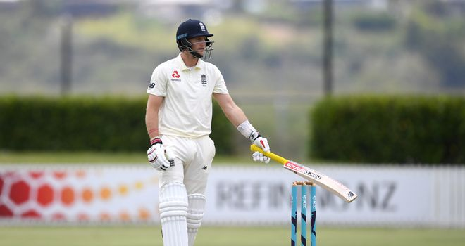 Denly silences concerns over fitness with one of England's three half-centuries