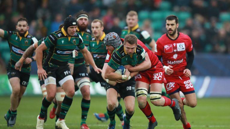 Dan Biggar carries for Saints