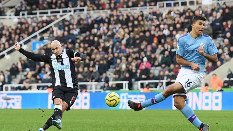Jonjo Shelvey scores Newcastle's second goal against Manchester City