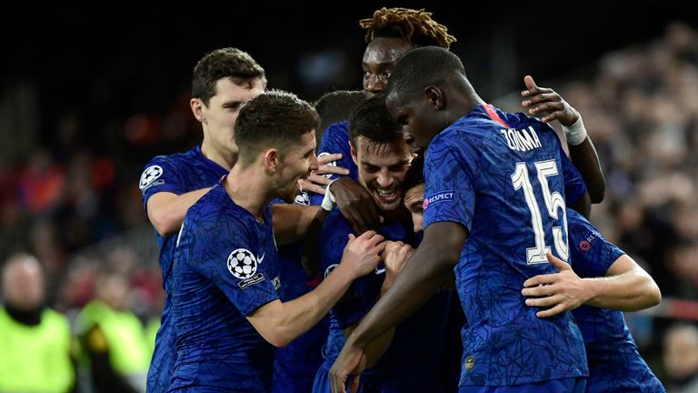 Mateo Kovacic celebrates his goal vs Valencia with Chelsea team-mates