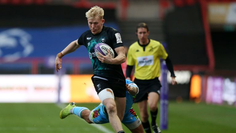 Toby Fricker races down the wing for Bristol Bears