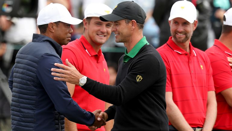 Adam Scott shakes hands with Woods