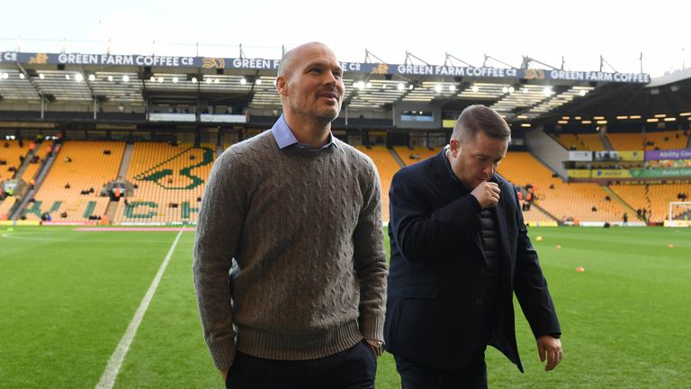 Paul Scholes criticised Ljungberg for failing to wear a suit during Sunday's game at Norwich