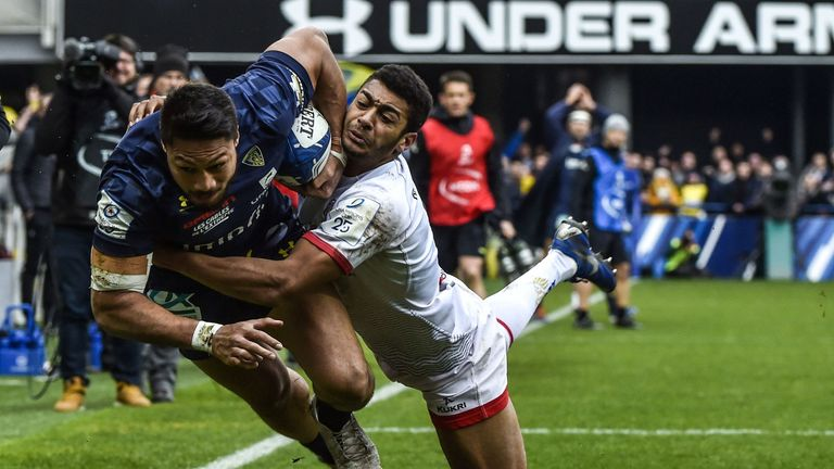 Clermont's full-back Isaia Toeava is tackled by Robert Baloucoune