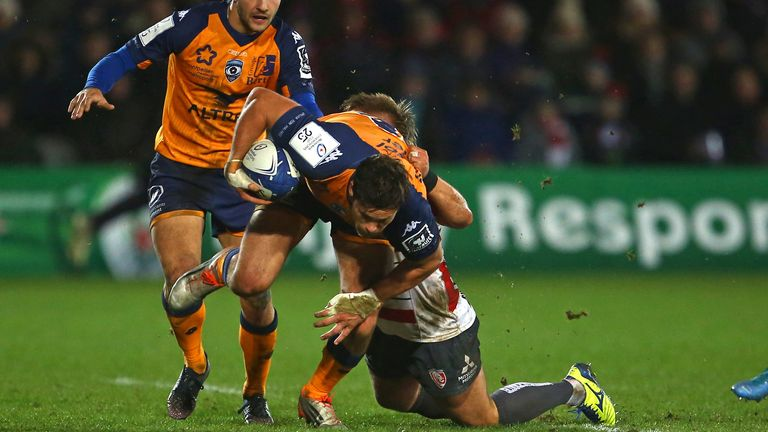 Jan Serfontein looks to get through the Gloucester defence