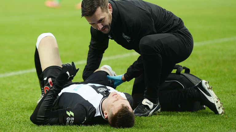 Javier Manquillo suffered a hamstring injury in Newcastle's defeat to Leicester