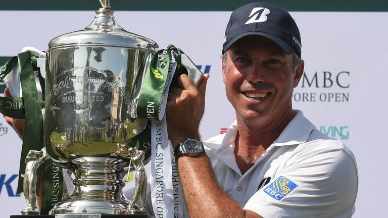 Kuchar survives Singapore Open meltdown