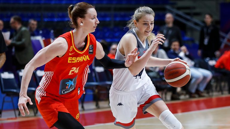 Karlie Samuelson (R) attempts to get the better of Spain's Laura Gil (L)