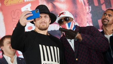 Usyk and Chisora take a selfie
