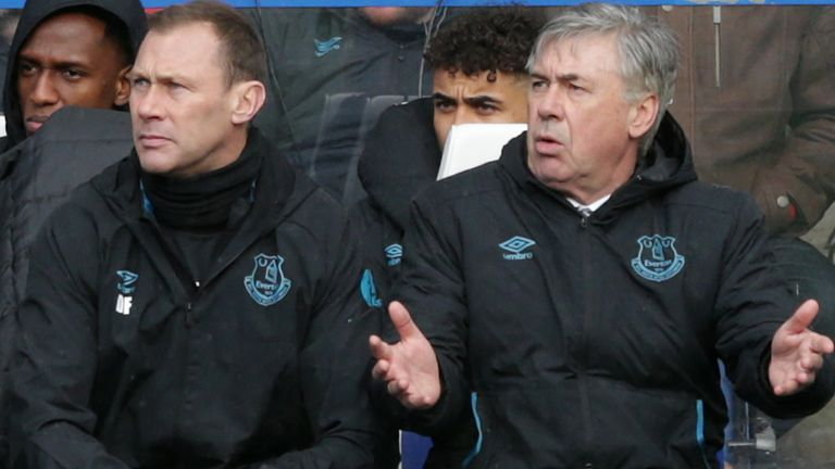 Carlo Ancelotti and Duncan Ferguson during Everton's last game