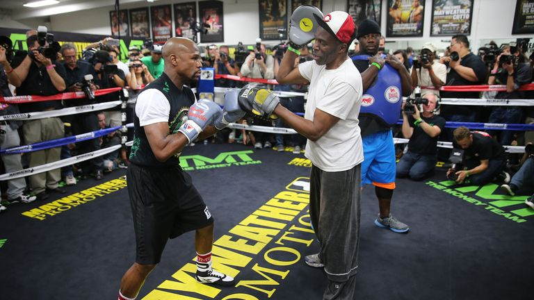 Legendary Boxing Trainer Floyd Mayweather's Uncle Roger Mayweather dies 2020 at 58
