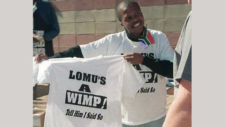T-shirts mocking Lomu were on sale outside Ellis Park