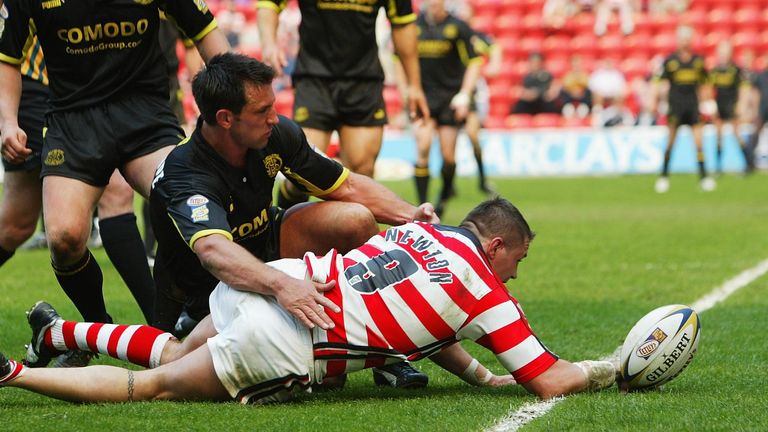 Terry Newton's second try saw Wigan edge ahead of St Helens