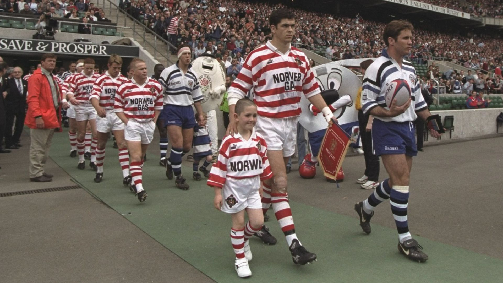 Wigan vs Bath: When rugby's wall came down