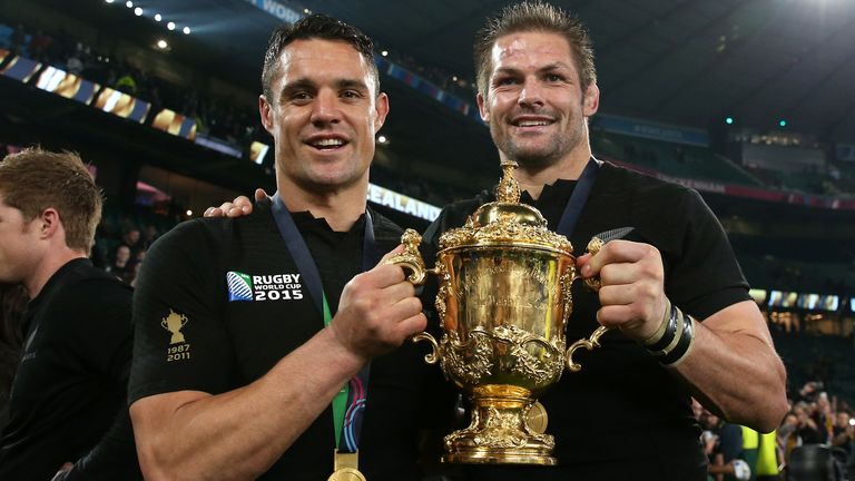 Carter and Richie McCaw pose with the Webb Ellis Cup in 2015