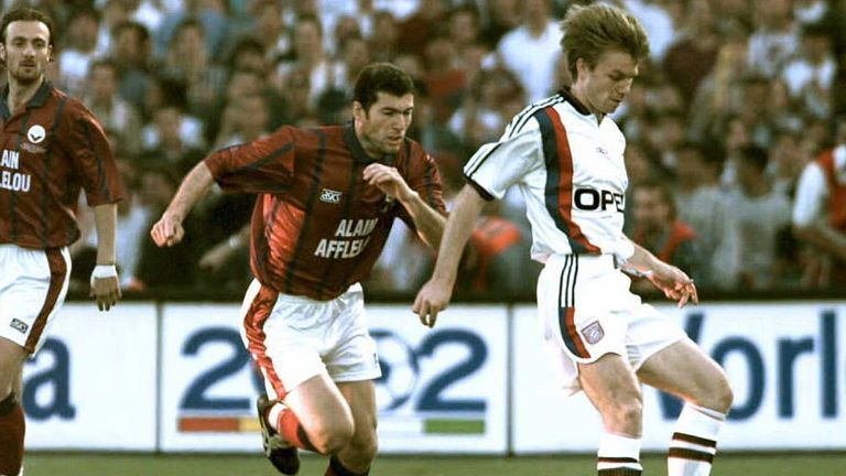 Anselin played alongside Zinedine Zidane and Christophe Dugarry in the 1996 UEFA Cup Final