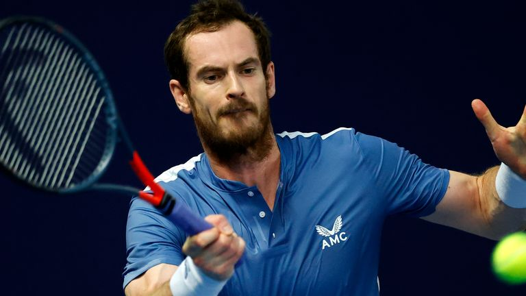 Andy Murray beat James Ward to reach the semi-finals of the Battle of the Brits
