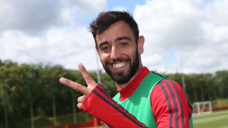 Giggs says it is too early to draw comparisons between Fernandes and Eric Cantona