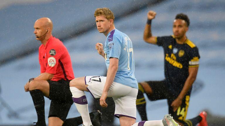 Kevin De Bruyne takes a knee alongside Pierre-Emerick Aubameyang and referee Anthony Taylor