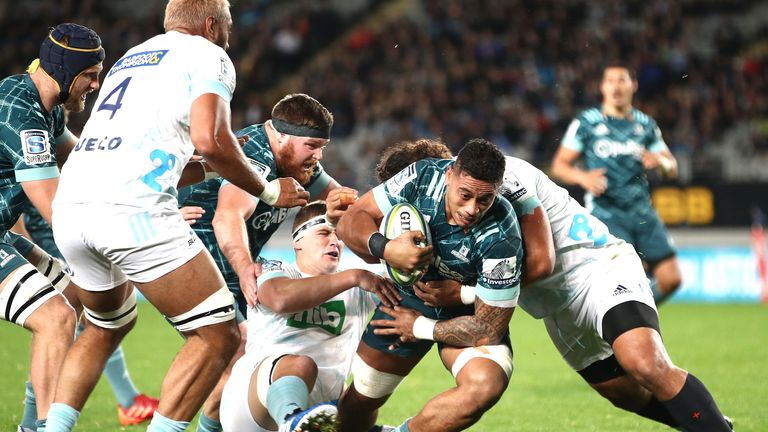 Shannon Frizell drives forward for the Highlanders