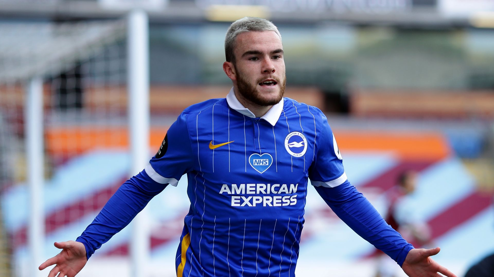 Connolly and Alzate sign new Brighton deals