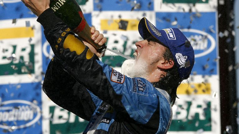 Fernando Alonso celebrating his second world title in 2006 after beating Michael Schumacher to the crown
