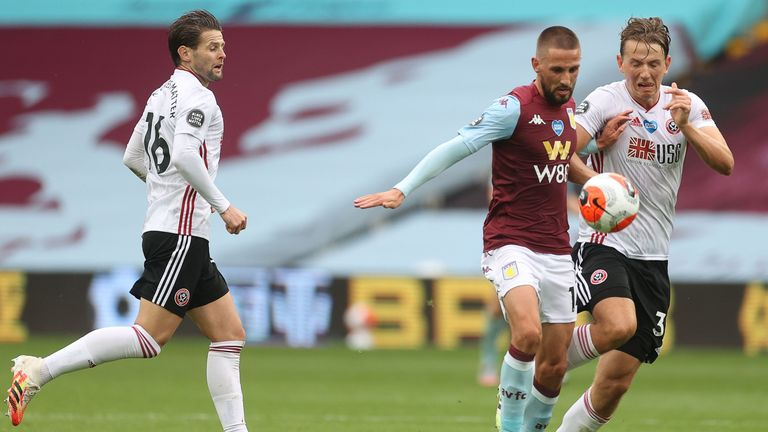 Oliver Norwood watches on as Sander Berge battles for the ball with Conor Hourihane