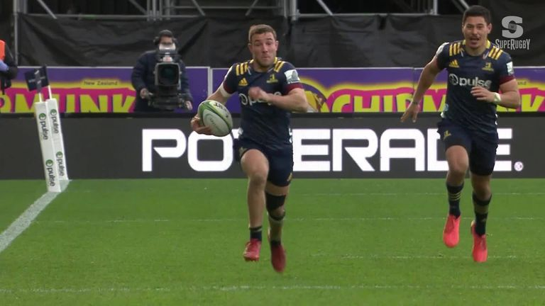 Mitch Hunt shone as the Highlanders signed off with a victory in Dunedin