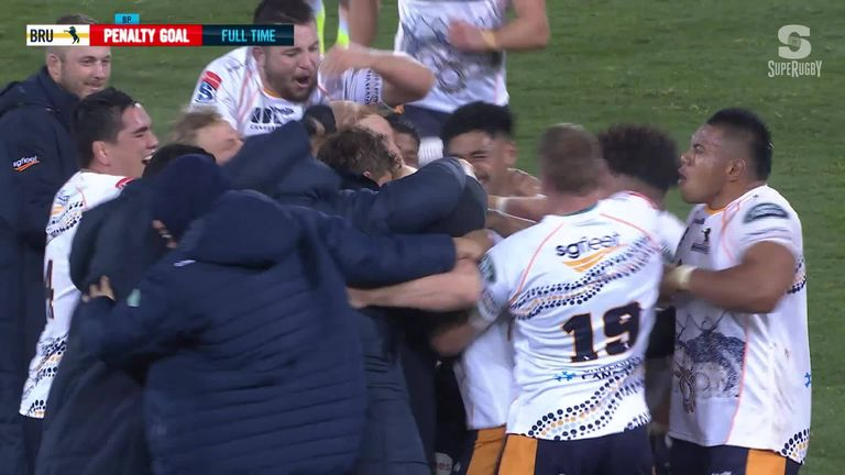 The ACT Brumbies pulled off a last-gasp escape act with Mack Hansen's penalty in the final moments of the game earning them a nail-biting 22-20 win over the Queensland Reds.