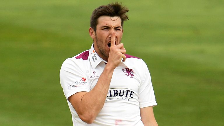 Jamie Overton took five second-innings wickets as Someset thrashed Glamorgan