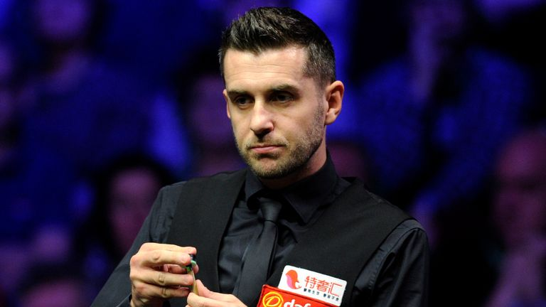 Mark Selby leads Ronnie O'Sullivan in their semi-final at the Crucible
