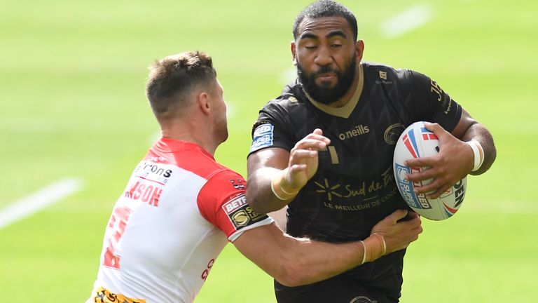 Fouad Yaha is tackled by Makinson
