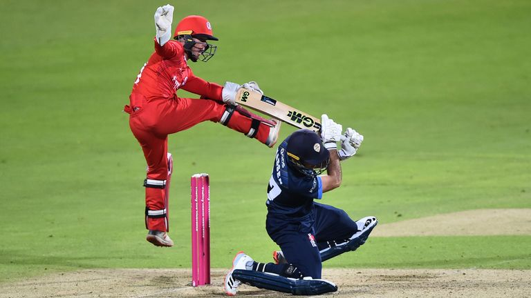 Wayne Madsen was hampered by injury after ramping a boundary
