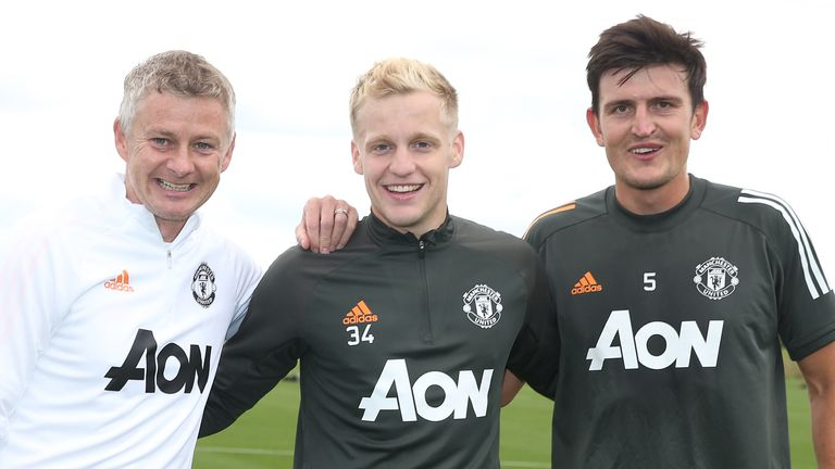 Donny van de Beek with Ole Gunnar Solskjaer and Harry Maguire in training