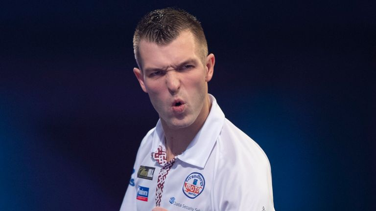 Razma beat Petersen in a thrilling semi-final. Picture: Lawrence Lustig/PDC