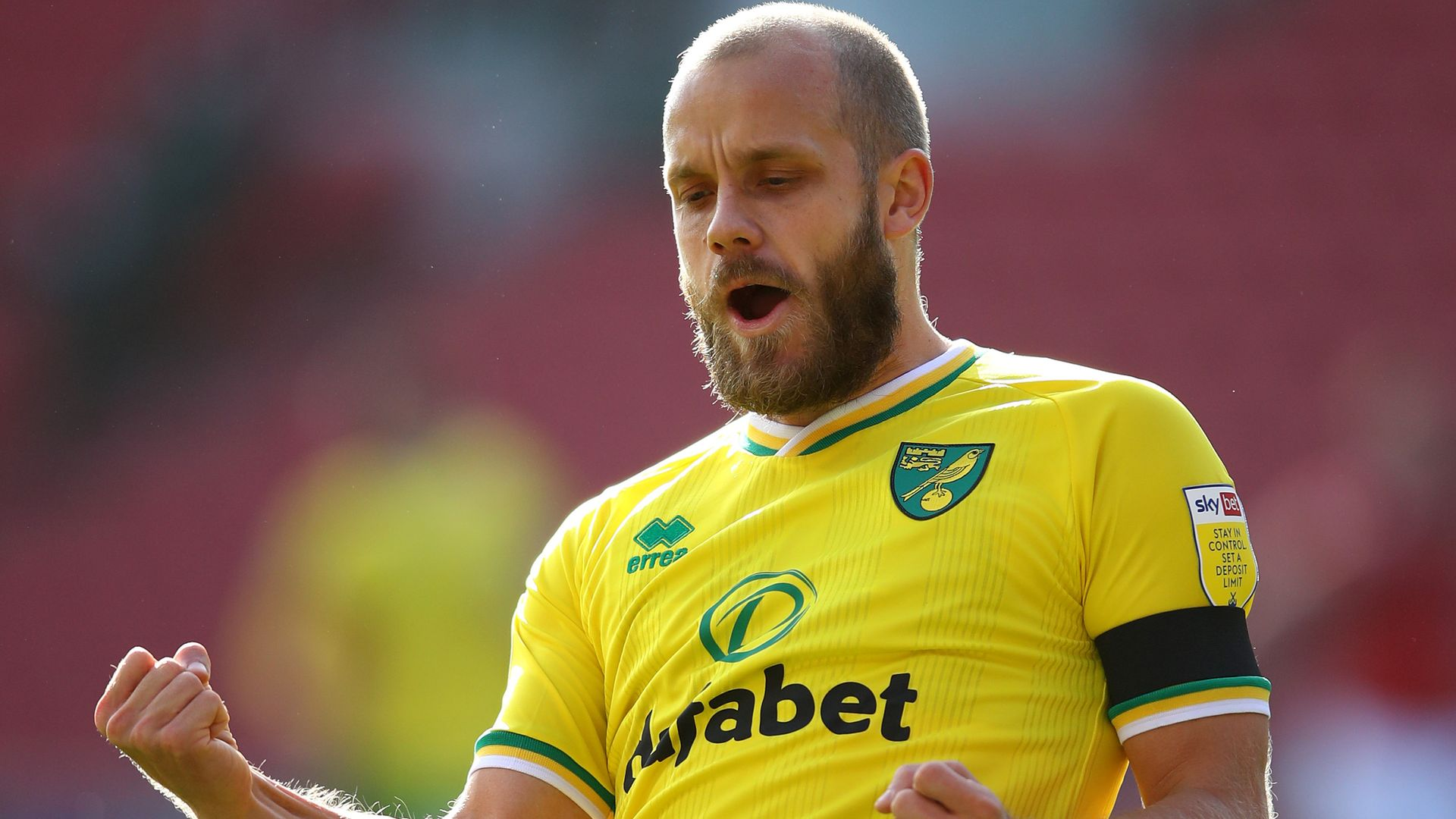Pukki double sends in-form Norwich up to second