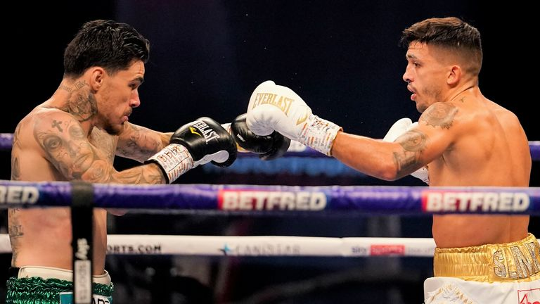 Selby tried to fend off Kambosos Jr with his jab in the early rounds
