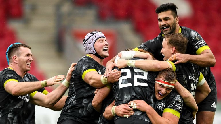 Munster came from 14 points down to win with a last-gasp penalty at Scarlets