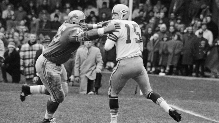 Roger Brown goes after Green Bay Packer quarterback Bart Starr