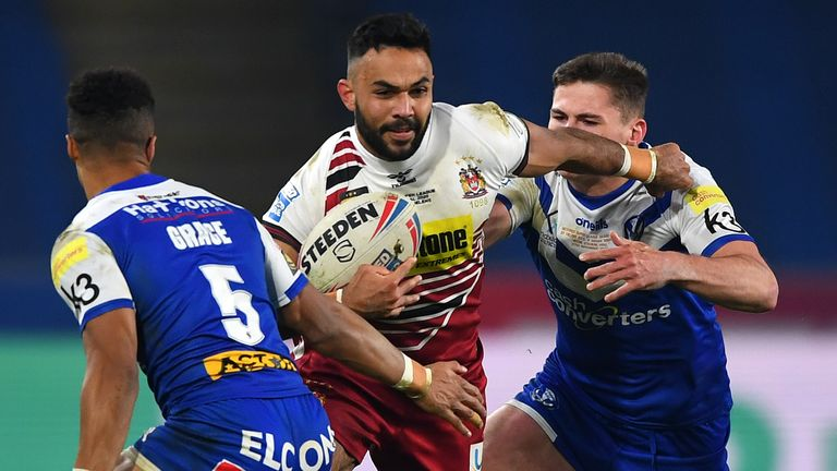Bevan French splits the St Helens defence in the Grand Final