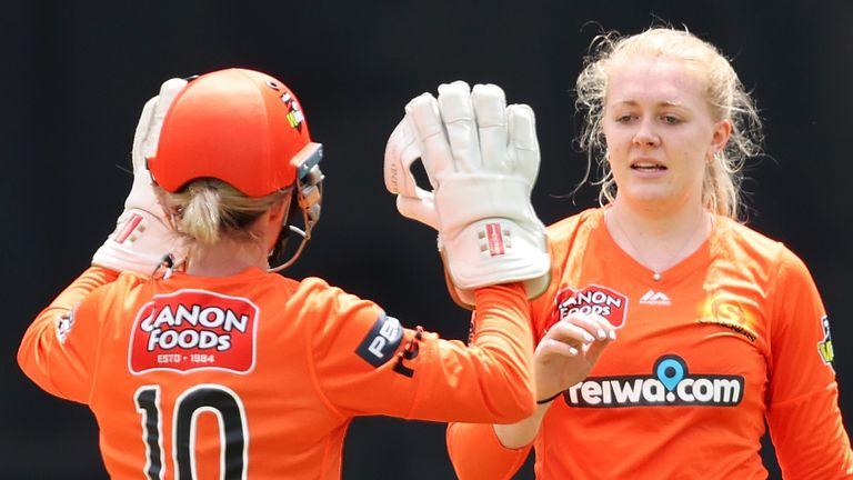 Sarah Glenn (R) celebrates a wicket with Perth Scorcher's teammate Beth Mooney