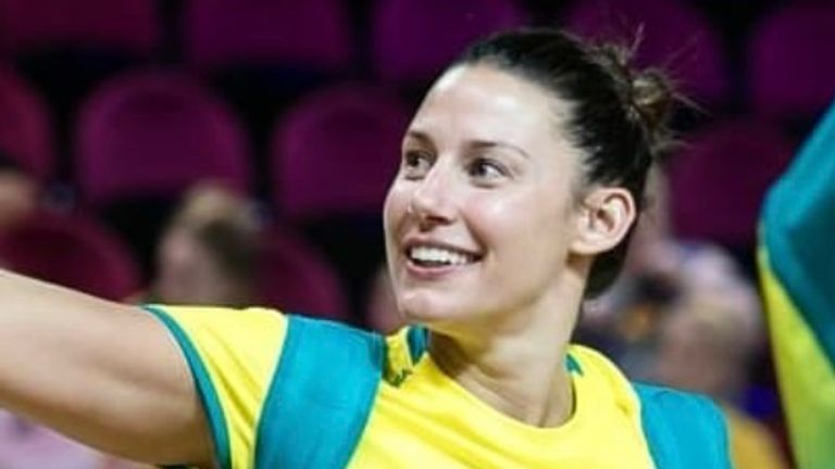 Commonwealth Games gold medallist Madi Browne is joining Leeds Rhinos Netball on a two-year-deal