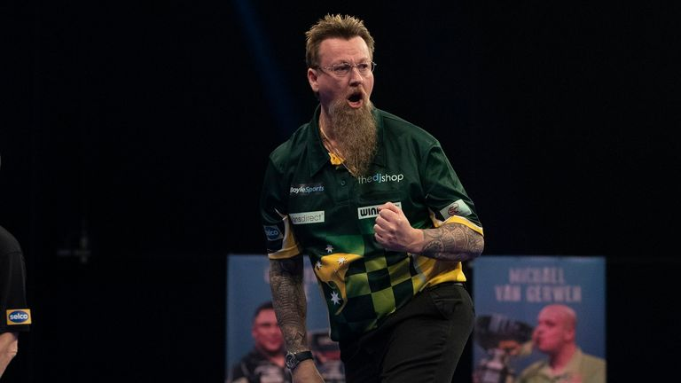 Simon Whitlock is making an offer to advance to the Grand Slam semi-finals of Darts for the first time in his career.
