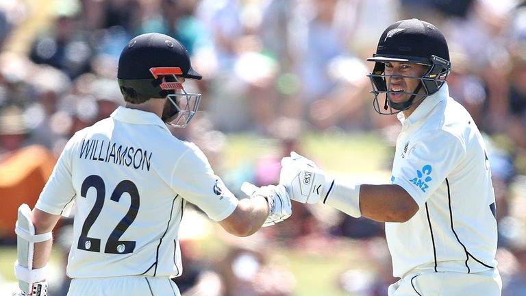 Kane Williamson (L) and Ross Taylor have 120 standings for the third card in the first test on Pakistan.