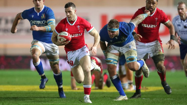 Gareth Davies races away to score Wales' third try against Italy