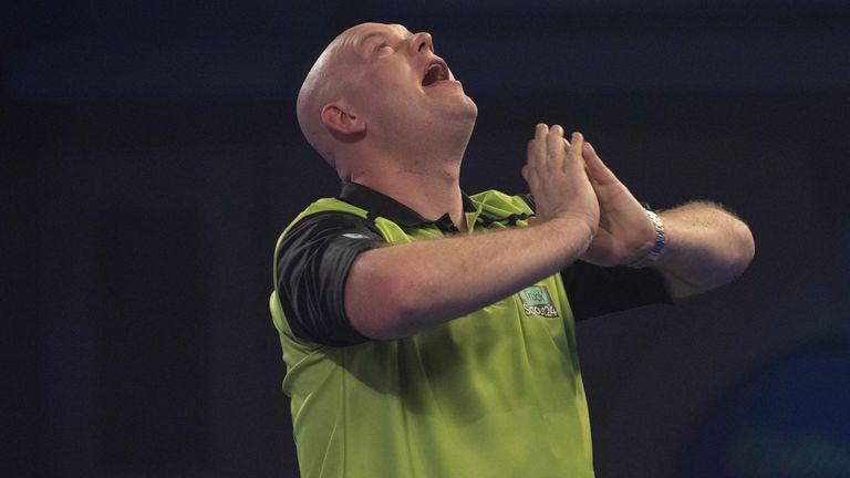Championnat du monde de fléchettes PDC, 2020/21: Michael van Gerwen bat Joe Cullen dans un thriller de quatrième tour à Alexandra Palace |  Nouvelles de fléchettes