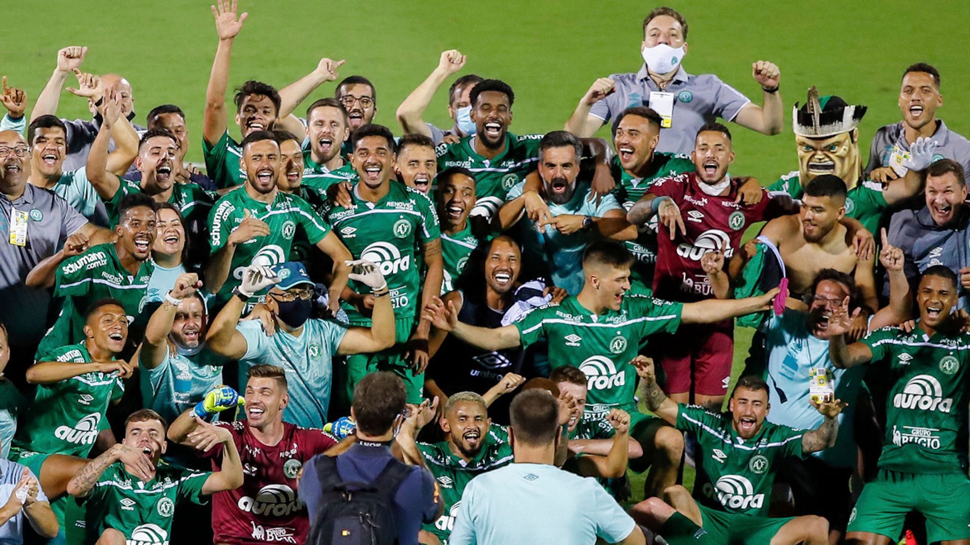 Chapecoense clinch promotion to Brazil's top flight