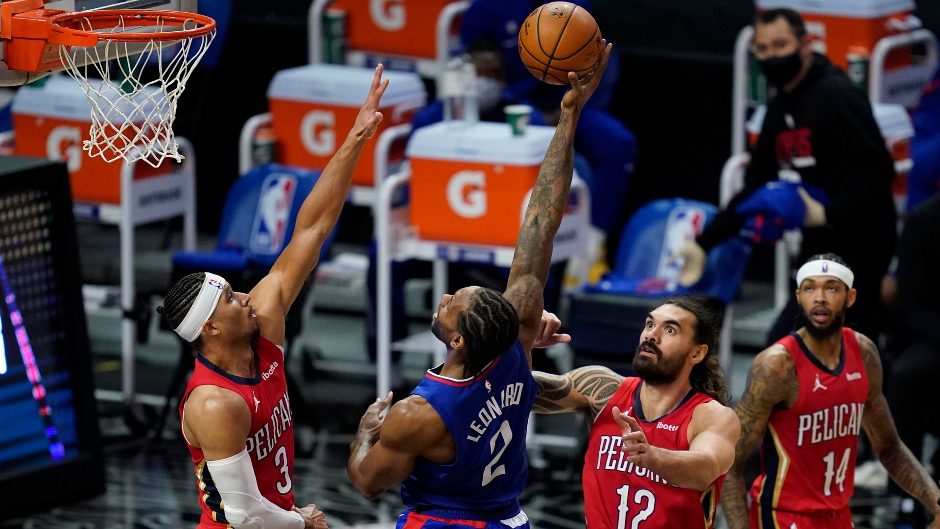 Clippers hold off short-handed Pelicans; Lillard goes for 40