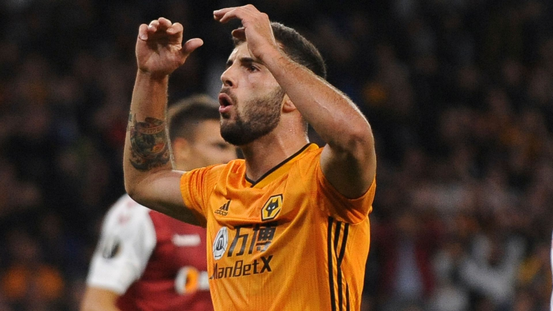 Wolves recall Cutrone from Fiorentina