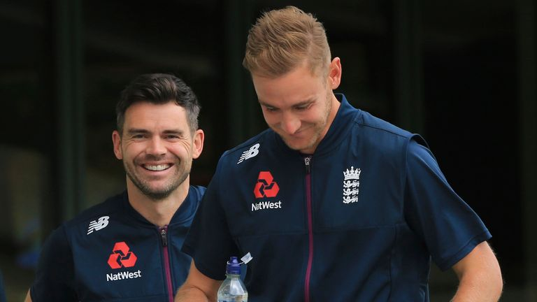 Anderson and Stuart Broad are superb examples for England's younger bowlers, says Mark Wood